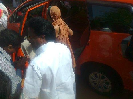 Sri Jayendra Saraswati was given traditional welcome with Purnakumbam
